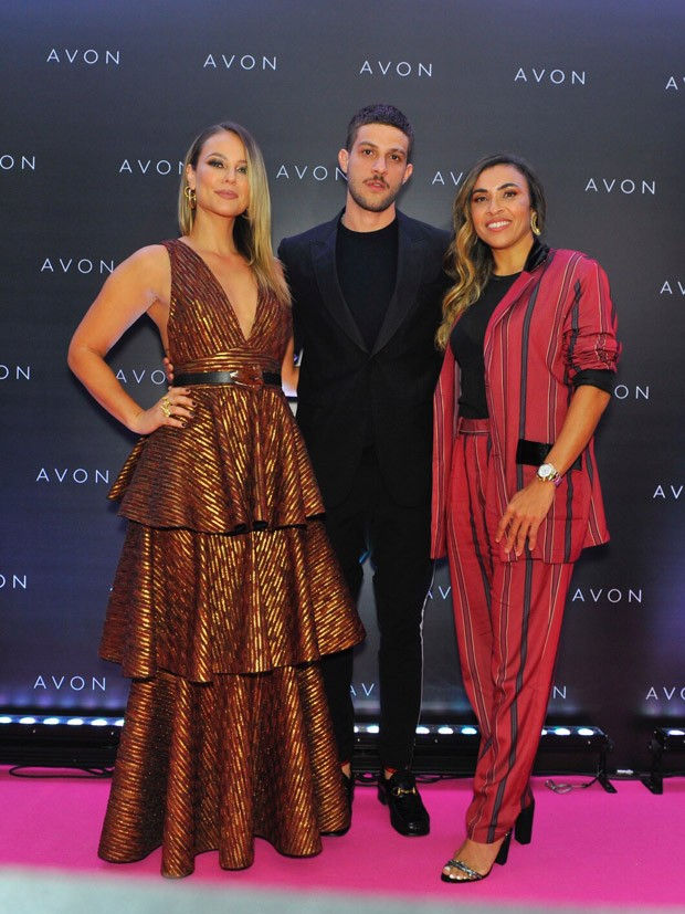Paolla Oliveira, Chay Suede e Marta  (Foto: Samuel Chaves/Brazil News)