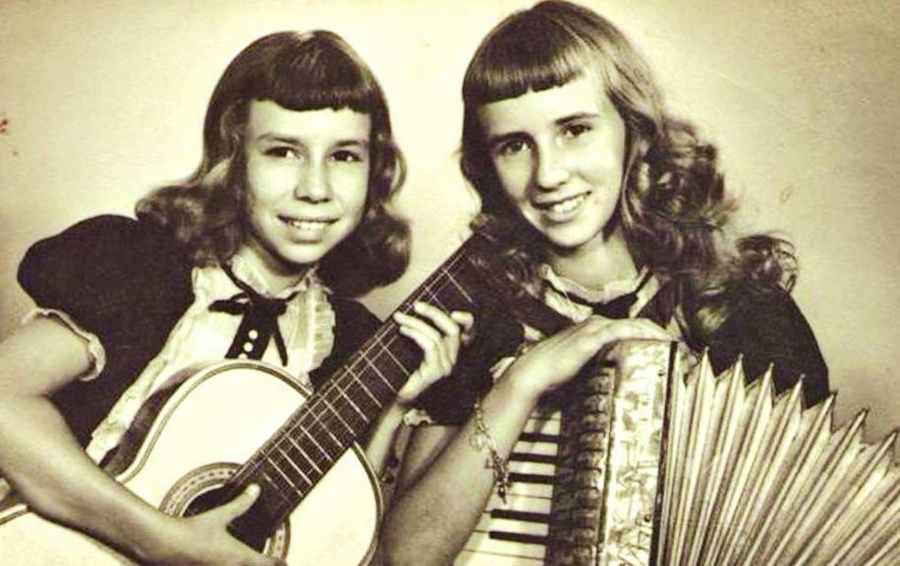 As Irmãs Galvão no início da carreira, desbravada em rádios do interior do estado de São Paulo — Foto: Reprodução / Site oficial As Galvão