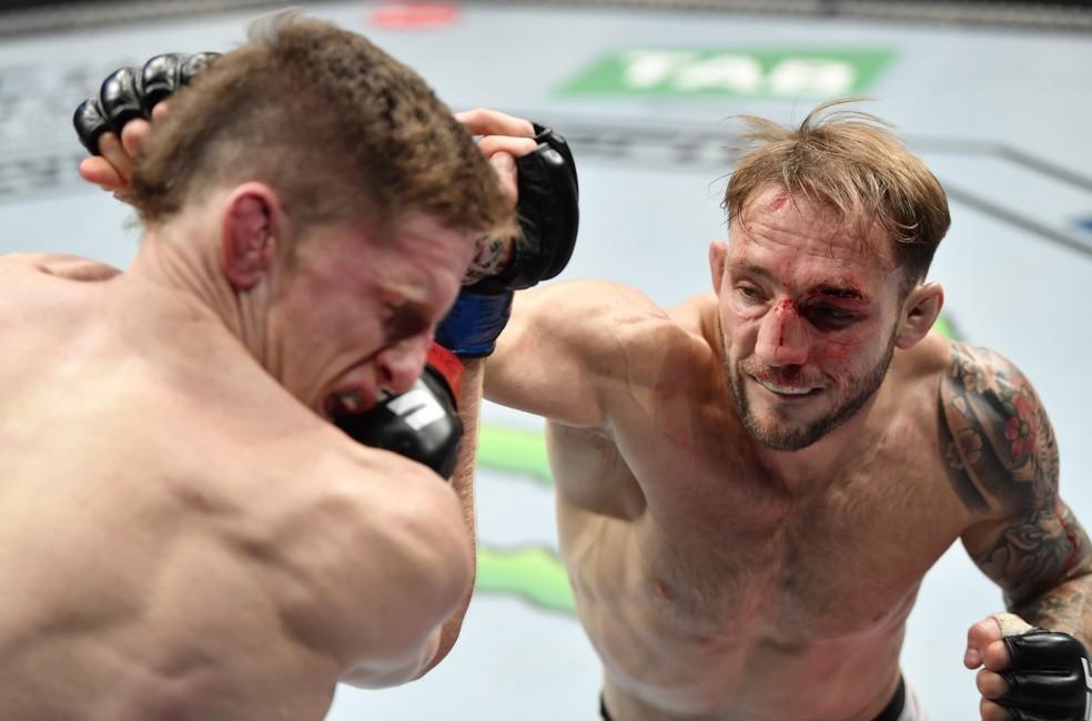 Brad Riddell venceu uma batalha contra Jamie Mullarkey no UFC 243 — Foto: Getty Images