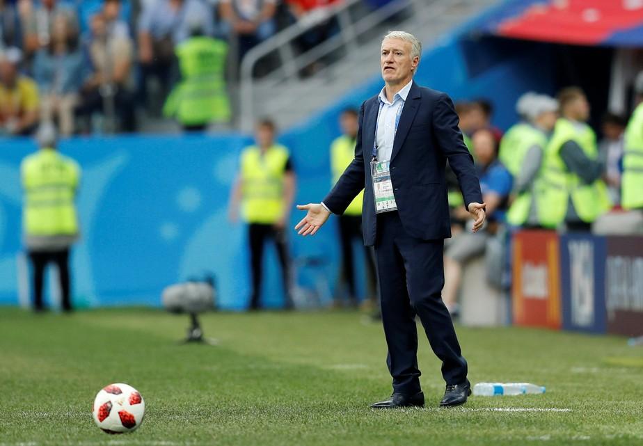Deschamps comemora: França vai completa para a semifinal