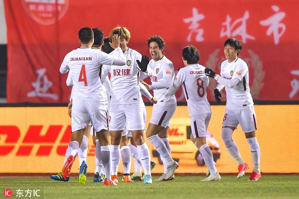 Alexandre Pato comemora gol do Tianjing Quanjian — Foto: Reprodução Sina.com