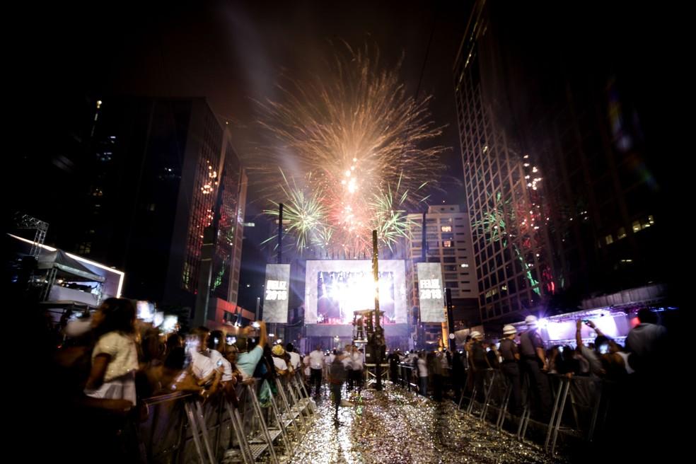 Fogos de artifício na virada de ano no Réveillon na Avenida Paulista (Foto: Dario Oliveira/Estadão Conteúdo)