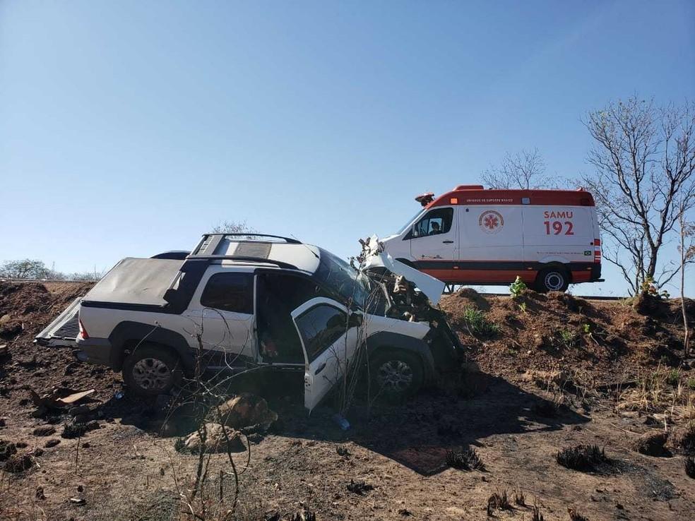 Já os feridos foram encaminhados para o Hospital do Oeste, após ficaram presas nas ferragens.  — Foto: Blog do Braga