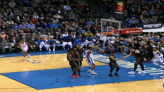 """""""Te pego lá fora"""", provocações de Westbrook e camisa rasgada: clima quente na NBA"""