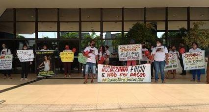 Familiares de mulher que morreu após ser atropelada quando ia trabalhar fazem manifestação em Rio Branco: 'Queremos justiça'