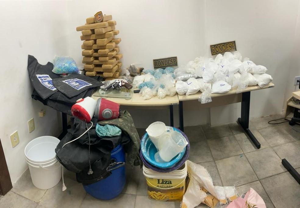 Maconha e cocaína apreendidas nesta segunda-feira (14), em salvador — Foto: SSP/ Divulgação