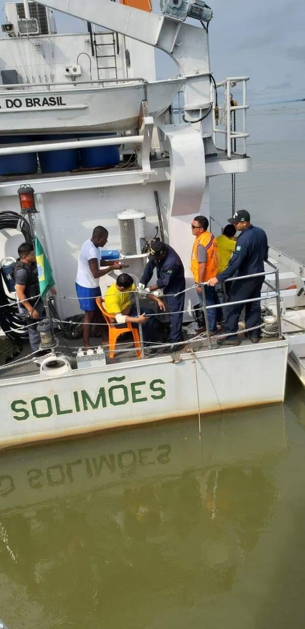 Micro-ônibus cai em rio no interior do AM e é retirado dois dias depois; dupla foi resgatada  - Notícias - Plantão Diário