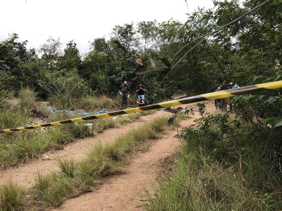 Corpo foi encontrado na manhã desta terça-feira (10), na zona rural de Santa Rita, na Grande João Pessoa (Foto: Walter Paparazzo)
