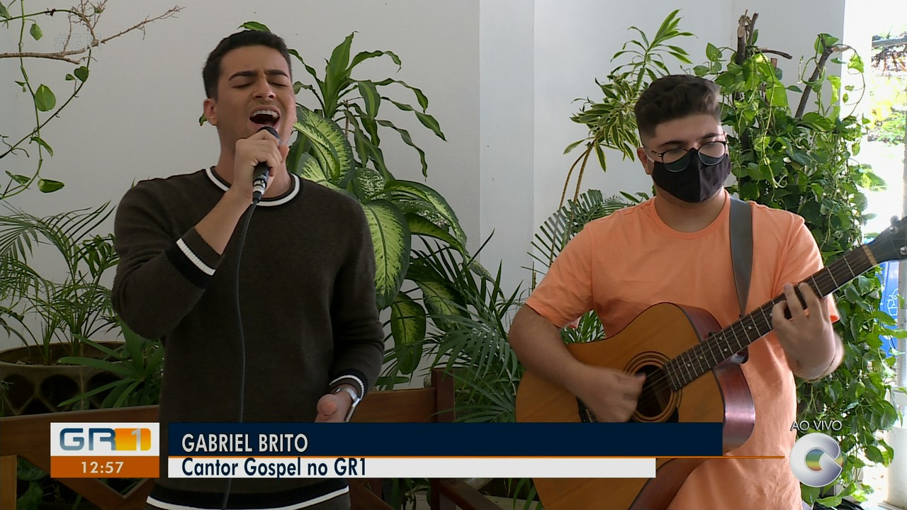 Cantor e compositor Gabriel Brito fala sobre projetos futuros da carreira