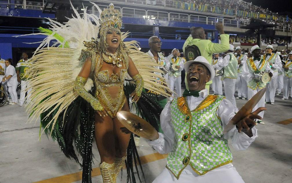 Considerada uma das melhores do Rio, a bateria da escola é conhecida como 'A Sinfônica do Samba' — Foto: G1/Alexandre Durão