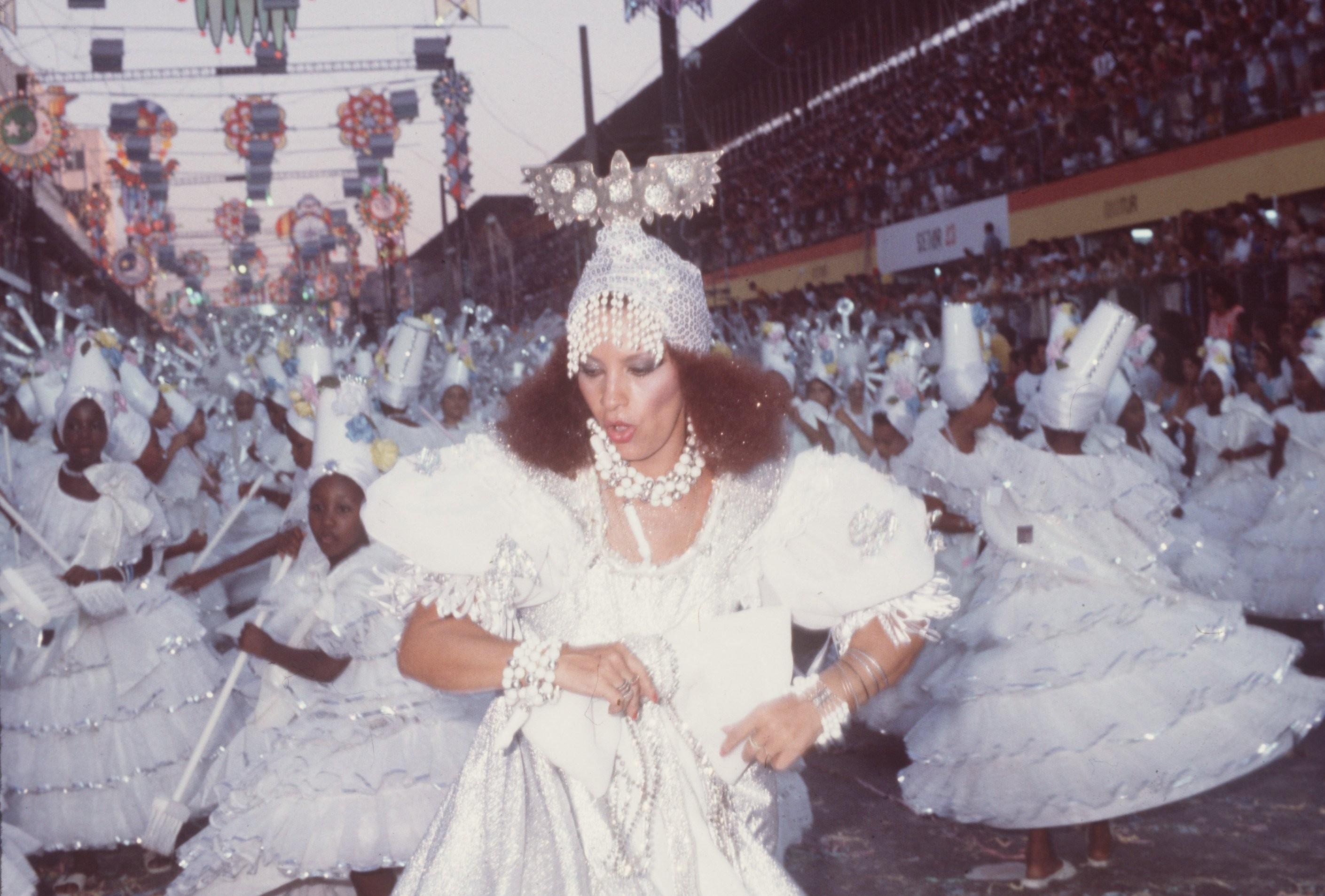 Clara desfilando na Portela, em 82, quando a escola foi vice-campeã com 'Meu Brasil, brasileiro'