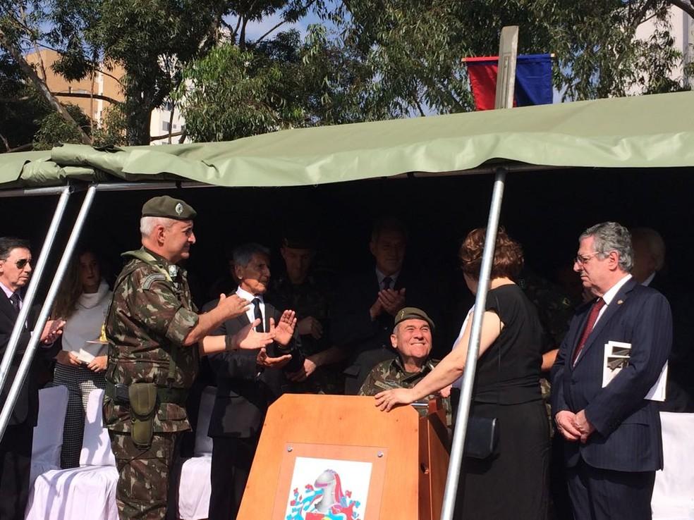 Comandante do Exército participa de homenagem a sargento morto durante o regime militar em SP (Foto: Tahiane Stochero/G1)