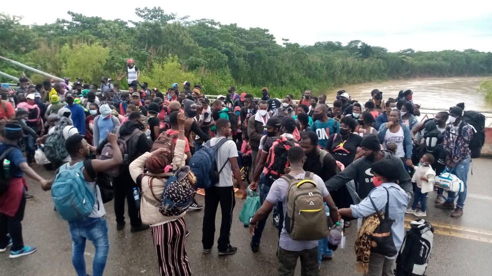 Imigrantes esperam autorização para ingressar no Peru — Foto: Jhonei  Araújo/Arquivo pessoal