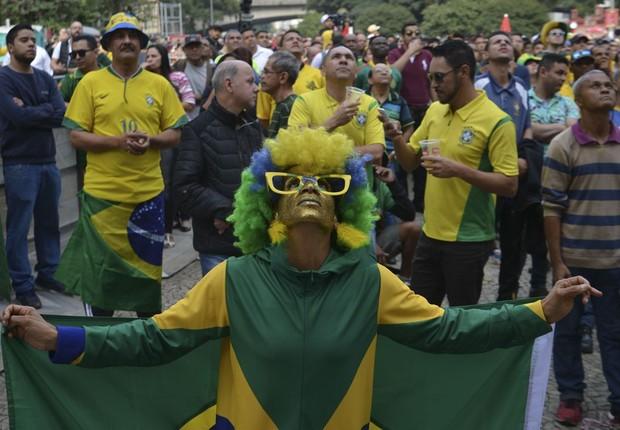 Torcedores buscam telões para assistir ao jogo do Brasil em SP - Copa do Mundo - torcida  (Foto: Rovena Rosa/Agência Brasil )