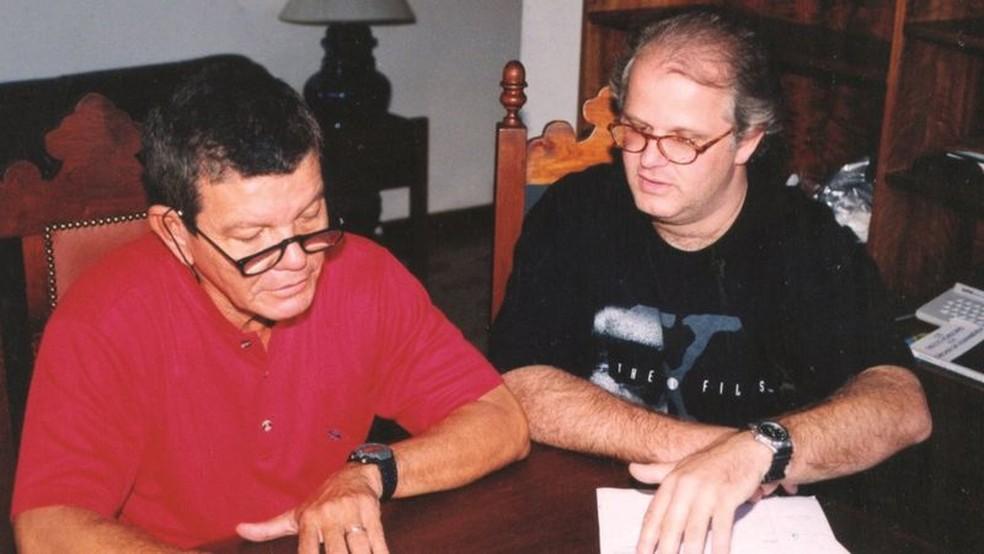 Gevaerd et Hollanda, sur une photo d'archive ;  pendant quatre mois, des soldats sont restés sur la côte du Pará, armés de jumelles, d'appareils photo et de caméscopes pour enquêter — Photo : Archives personnelles via BBC