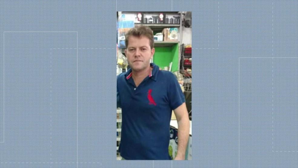 Comerciante Marcelo Augusto Carneiro, de 47 anos, foi morto na porta de casa em Queimados, no RJ — Foto: Reprodução/ TV Globo
