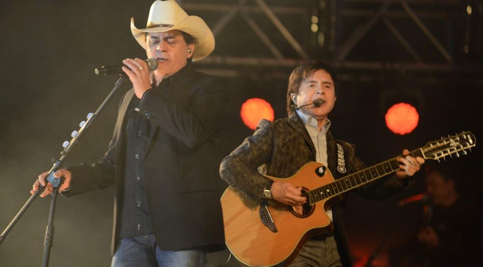 Chitãozinho & Xororó fazem show no Rodeio de Jaguariúna — Foto: Júlio César Costa / G1