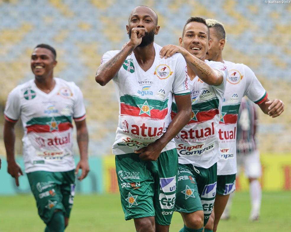 Chay comemora um dos gols que marcou no Campeonato Carioca pela Portuguesa — Foto: Nathan Diniz / Portuguesa-RJ