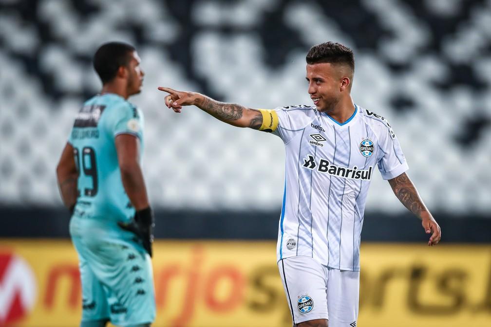 Matheus Henrique, volante do Grêmio, comemora gol marcado — Foto: Lucas Uebel/Grêmio