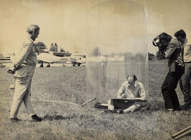 O arquiteto austríaco vencedor do Pritzker Hans Hollein previu os laptops em 1969 (Foto: Arquivo Hans Hollein/Reprodução)