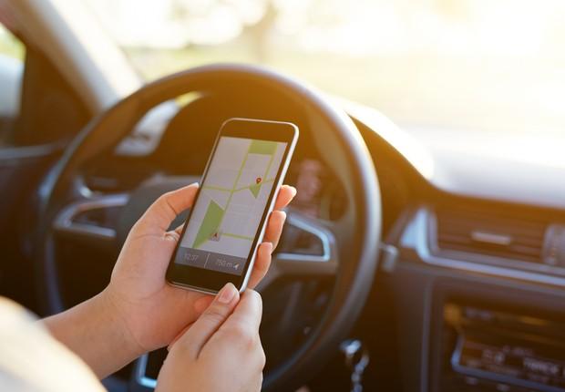 Google Maps, GPS, dirigindo, carro, celular (Foto: Thinkstock)