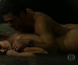 'Verdades secretas' 2 estreará em 2021 na Globo, com direção de Amora Mautner. Camila Queiroz, a protagonista Angel, voltará a aparecer na história. Ela protagonizou várias cenas quentes com Rodrigo Lombardi | Reprodução