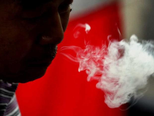 fumante chinês (Foto: Reuters)