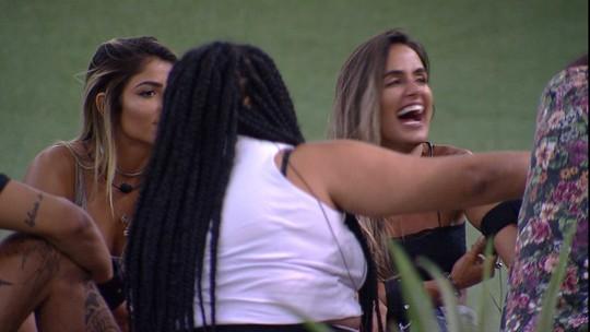 Paula conta sobre quem Gabriela gostaria de beijar: 'É a Carol'