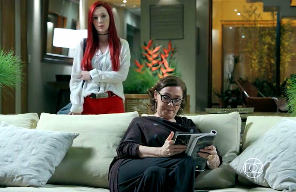 Maria Marta (Lilia Cabral) diz a Du (Josie Pessôa) que João Lucas (Daniel Rocha) vai ter uma grande surpresa - 'Império' — Foto: Globo