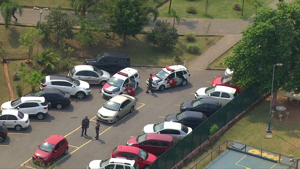 Policiais no CEU Aricanduva — Foto: Reprodução/TV Globo