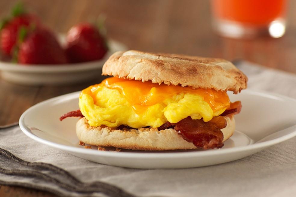 Os piores sanduíches para o meio ambiente são com carne de porco (bacon, presunto ou salsicha) e os com queijo ou camarão.  (Foto: Divulgação)
