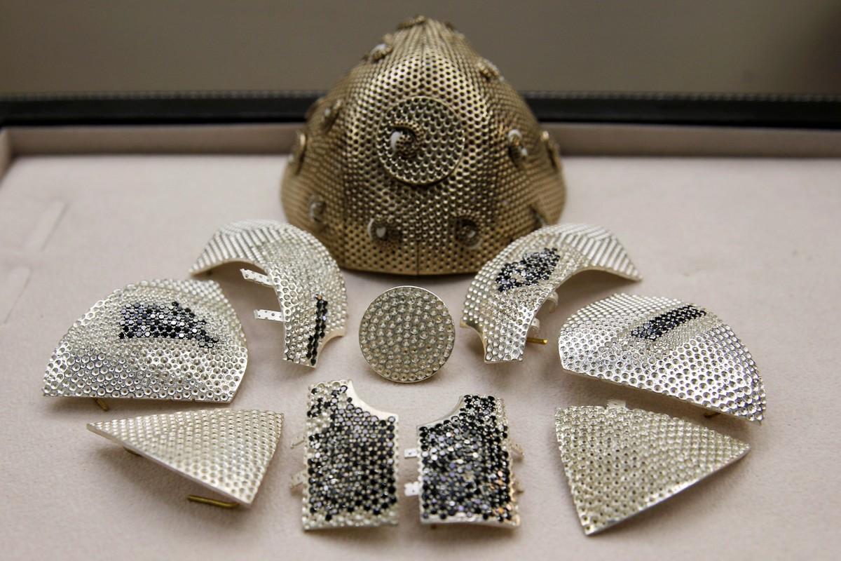 Colecionador de arte encomenda máscara com diamantes de 1,5 milhão de dólares | Pop & Arte