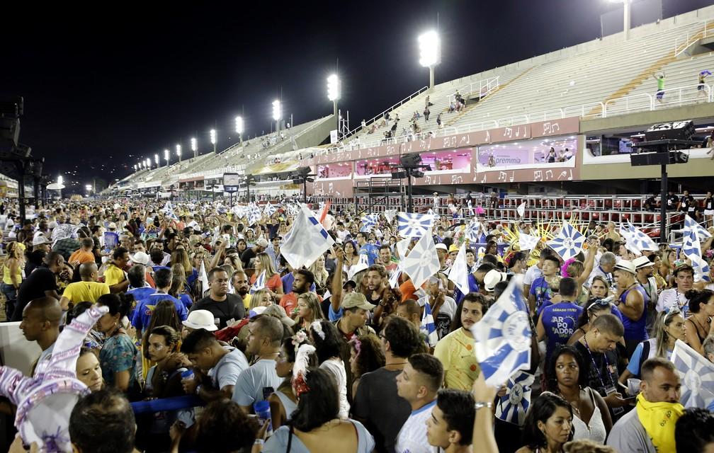 Sapucaí voltou a ser palco de 'arrastão' ao fim do desfile da Beija-flor (Foto: MarcoS Serra Lima/G1)