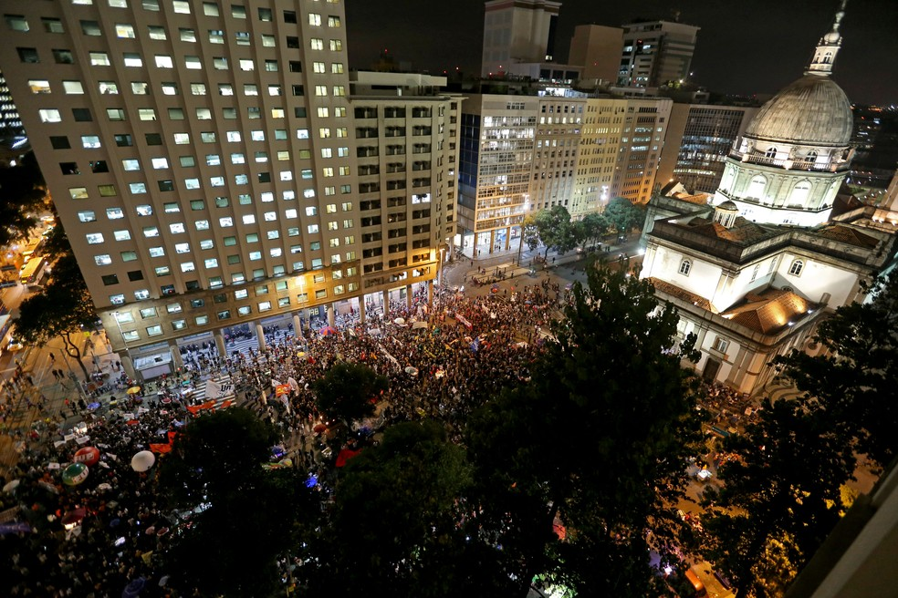 Protesto no centro do Rio contra cortes na educação — Foto: Wilton Junior/Estadão Conteúdo