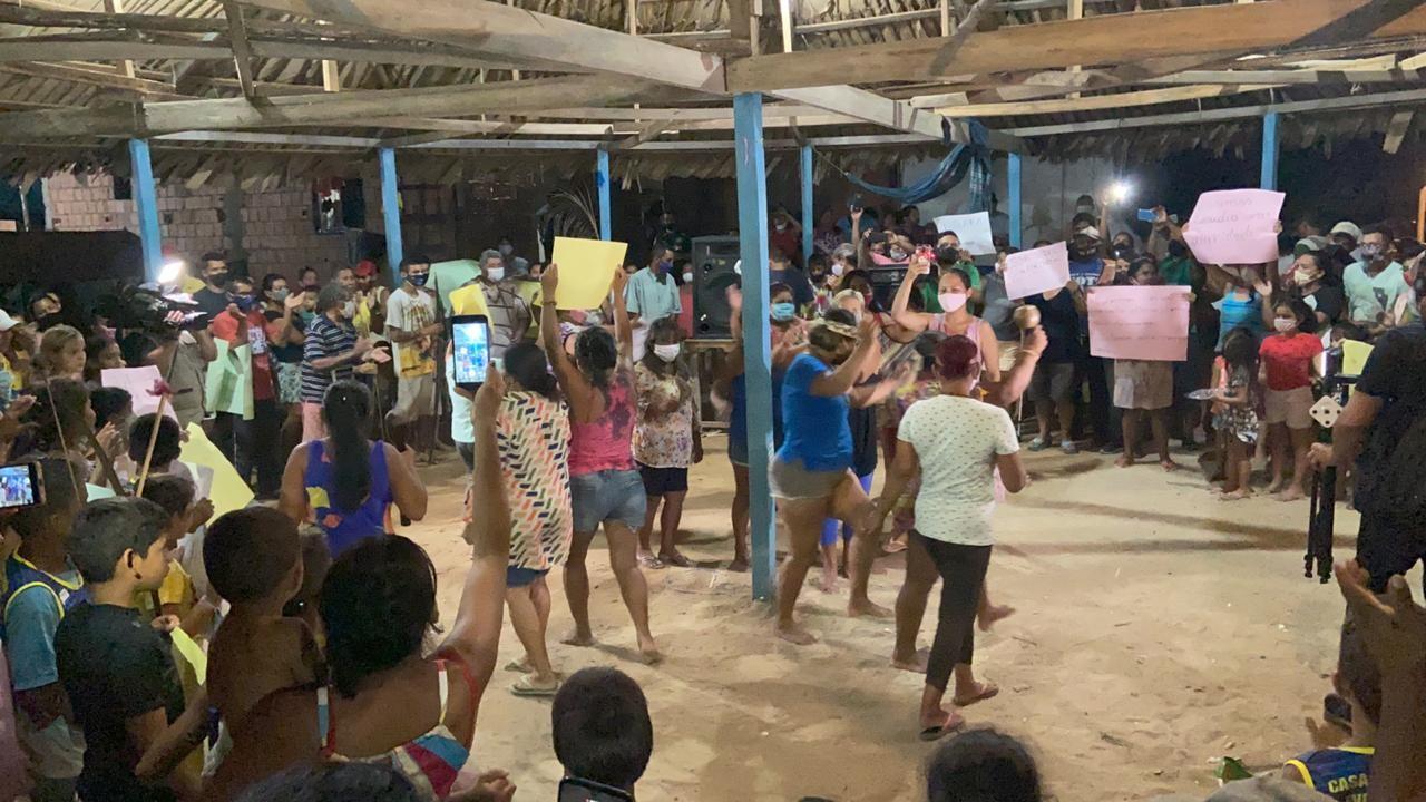 Moradores de comunidade indígena fazem manifestação após Justiça decidir por reintegração de posse em Manaus