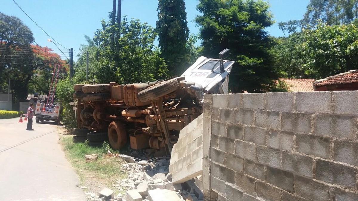 Dois anos depois, caminhão volta a 'invadir' casa de empresária em Pedreira: 'Acabei de pagar o pedreiro'