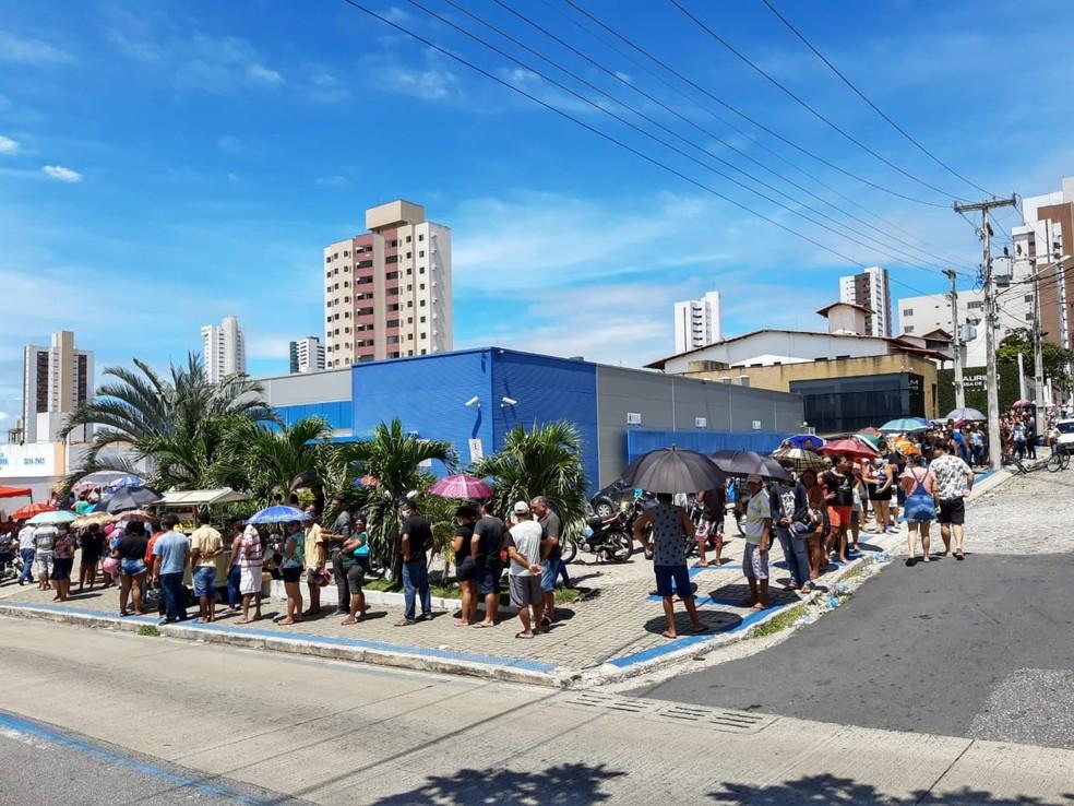 Caixa abre 35 agências neste sábado para pagamento de auxílio emergencial — Foto: Lucas Cortez