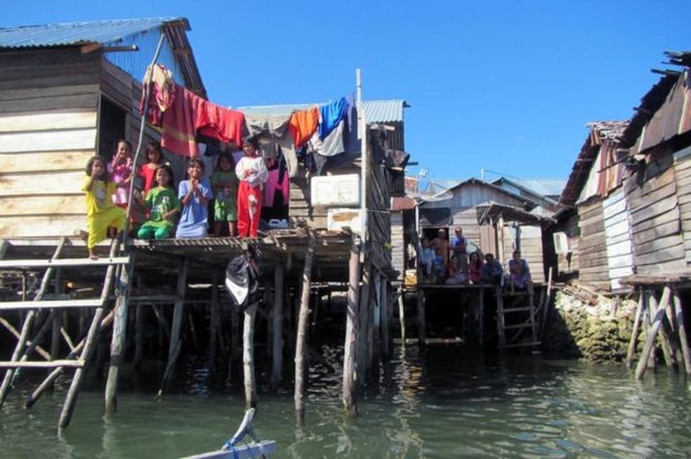 Casas de palafita ou casas-barco são tradicionais entre os bajaus (Foto: MELISSA ILARDO)