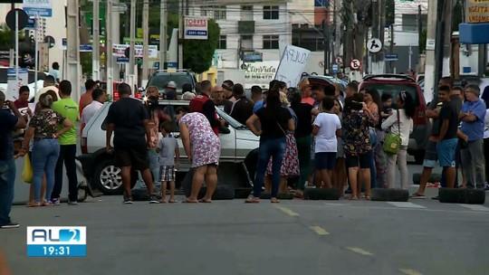 Após horas de protesto, moradores de bairros com rachaduras liberam a Av. Fernandes Lima, em  Maceió