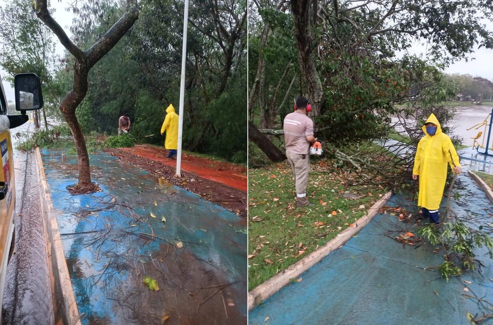 Equipes da Defesa Civil trabalham para consertar os estragos em Taquarituba — Foto: Defesa Civil de Taquarituba/Divulgação