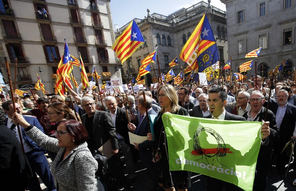 -  Prefeitos catalães protestam em Barcelona  Foto: AP Photo/Manu Fernandez