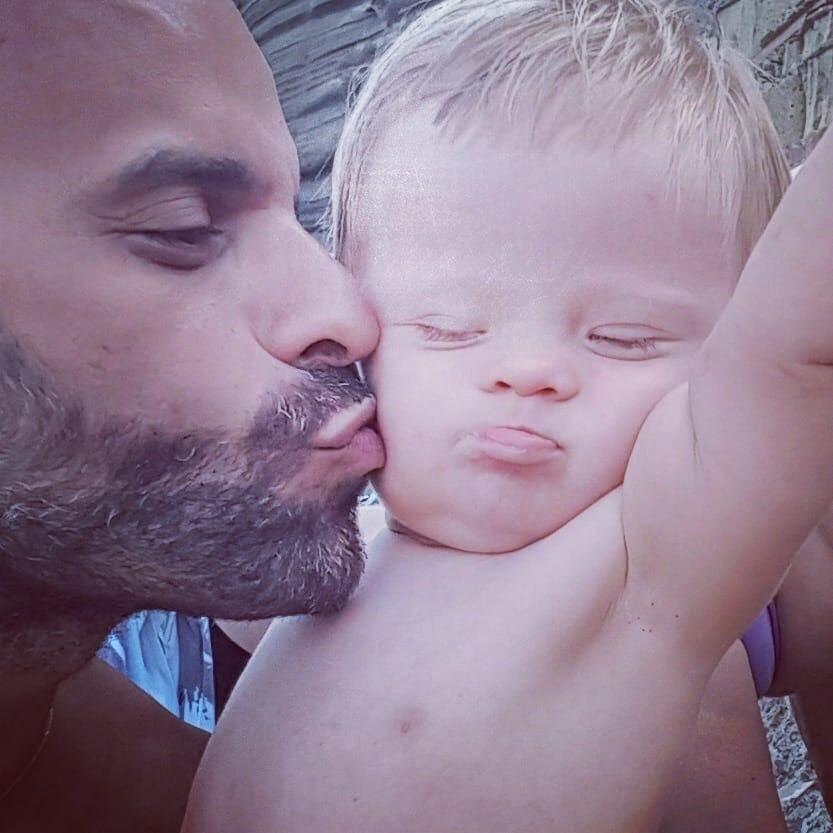 Luca e a pequena Alba (Foto: Reprodução/ Facebook)