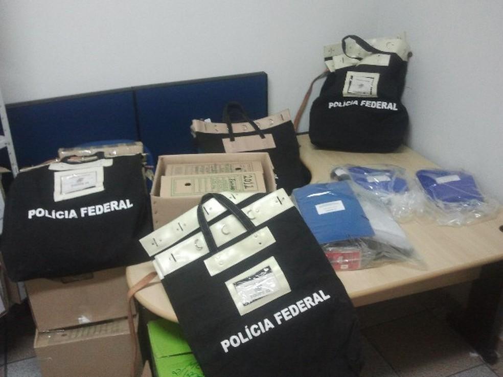 Polícia Federal fez apreensão de documentos e computadores em 2012 durante investigação da fraude — Foto: Renato Ferezim/TV Vanguarda