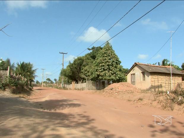 Moradores de Paço do Lumiar sofrem com falta de infraestrutura (Foto: Reprodução/TV Mirante)