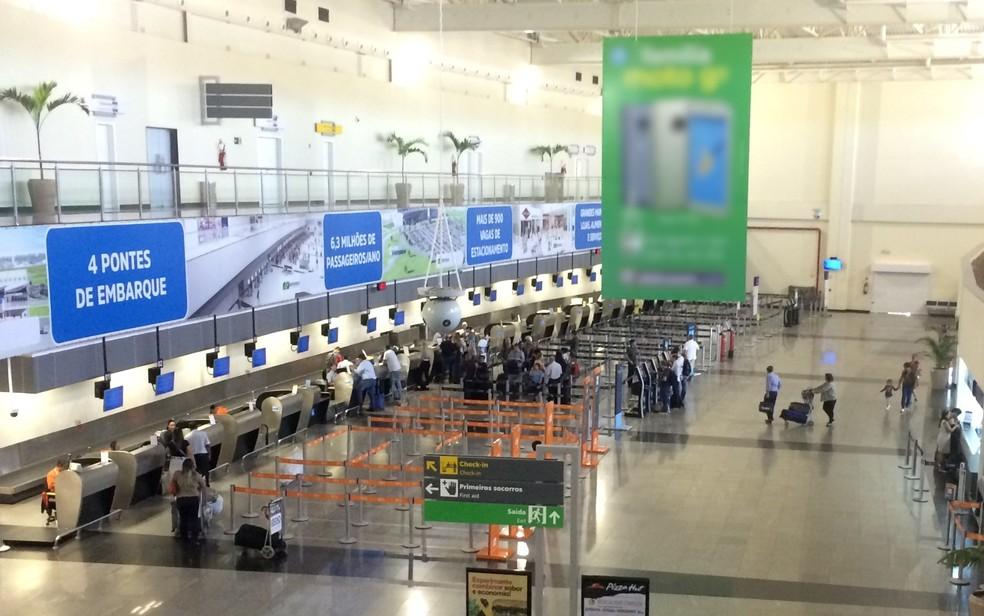 Aeroporto Santa Genoveva, em Goiânia, teve problemas com voos (Foto: Paula Resende/ G1)