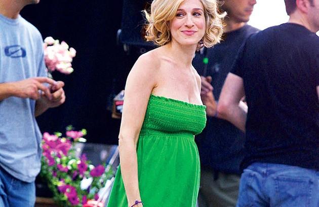 Em 2002, Sarah Jessica Parker ficou grávida e a quinta temporada de 'Sex and the city' foi encurtada (teve apenas 8 episódios) (Foto: Reprodução da internet)