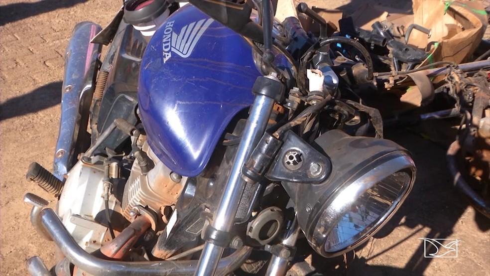 José Rodrigues Quixaba morreu na hora após o acidente entre uma carreta e esta moto  (Foto: Reprodução/TV Mirante)
