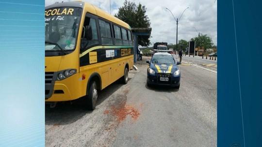 Motorista é preso suspeito de dirigir ônibus escolar bêbado