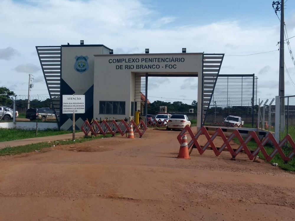 Após fuga em massa, mais de 400 detentos fazem greve de fome em presídio no AC