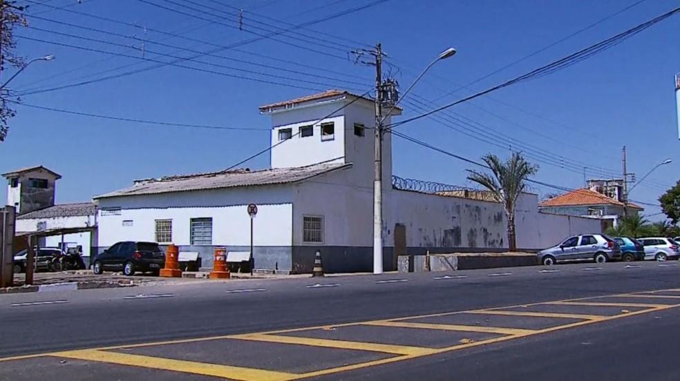 Detentos fugiram do Presídio de Passos (Foto: Reprodução EPTV)